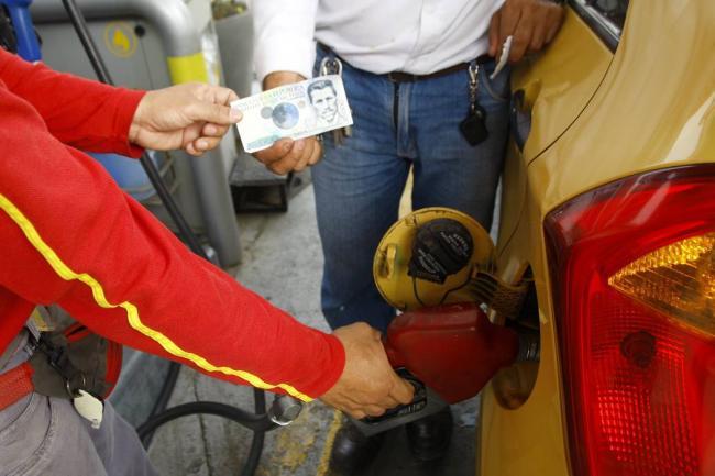 Este sábado los combustibles vuelven a aumentar de precio en el país