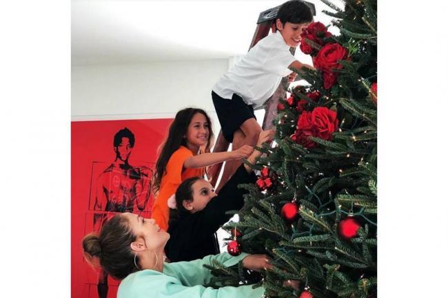 Jennifer Lopez sorprende con el árbol de Navidad más original