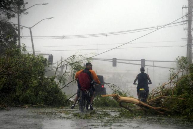 Ascienden a 29 los muertos por el huracán María