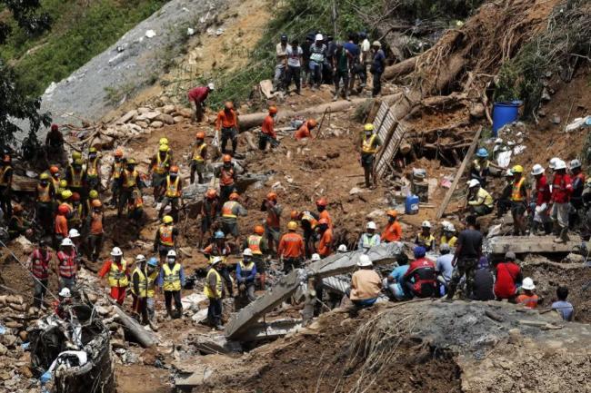 81 muertos y 70 desaparecidos dejó paso de tifón en Filipinas