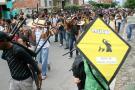 Unas tres horas duró la singular protesta por varias calles de la ciudad, lo que ocasionó problemas de movilidad durante la 'hora pico'.
