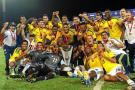 Jugadores y cuerpo técnico, celebraron a rabiar en el gramado del estadio Malvinas Argentinas, la obtención del título del Suramericano Sub 20, el primero logrado fuera del país.