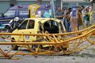 Así quedó el taxi que maneja Jonson Hernán Zambrano. Al momento del accidente la víctima se encontraba por fuera del vehículo esperando a que le saliera una carrera en la Clínica Chicamocha.
