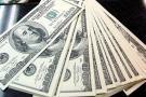 El dólar volvió a  cerrar sobre $3.000