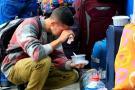 Zozobra y esperanza en largas filas de venezolanos para entrar a Perú