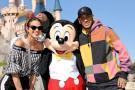 Neymar y su pareja Bruna Marquezine visitan Disneyland