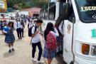 Mil niños de Los Santos van a clases gracias a rutas escolares