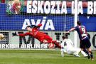 Dembélé salvó al Barcelona y Éibar goleó al Real Madrid
