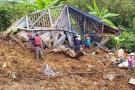 Dos muertos y cuatro atrapados tras derrumbe en Calarcá, Quindío