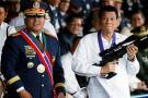 """Presidente de Filipinas anima a matar obispos católicos porque """"son inútiles"""""""
