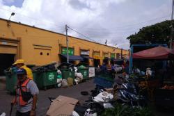 Comerciantes y funcionarios del sector denuncian problemas en la recolección los domingos.