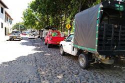 Los conductores de vehículos están utilizando las vías empedradas del Malecón Turístico para estacionar, lo cual ha generado trancones.