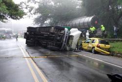 Las autoridades cerraron la carretera nacional durante varias horas, mientras se adelantaban los procedimientos respectivos.