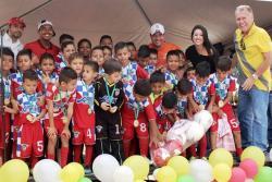 Como todos los años, los Torneos Municipales de fútbol tendrán su fiesta con la ceremonia de clausura que este año tendrá como gran invitado a Carlos 'El Pibe' Valderrama.