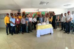 El alcalde del Socorro condecoró a varios representantes del gremio cafetero del municipio.