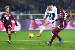 Cristiano decide el derbi de Turín y el Juventus sigue intratable