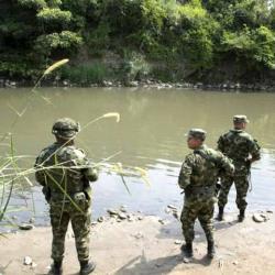 150 miembros del Ejército colombiano prestaban seguridad cerca del lugar, pero fueron retirados por solicitud de la empresa y de la comunidad.