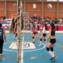 En el coliseo de la Fundación Colegio UIS, se realizó la convocatoria de la Liga Santandereana de Voleibol, de la cual se escogieron 80 jugadores para conformar las selecciones en categorías infantil y juvenil, tanto en damas como en varones.