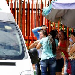 Ayer, a las afueras del Hospital Local del Norte, los familiares de la mujer de 28 años asesinada protagonizaron dolorosas escenas una vez la Policía realizó el levantamiento del cadáver.