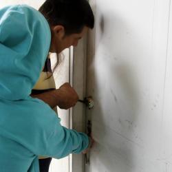 Los detenidos lograron violentar la cerradura del inmueble para ingresar.