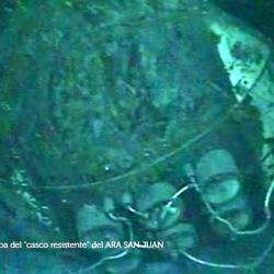"""En esta foto que difundió la Armada se ven los 6 tubos lanzatorpedos (2 líneas de 3): no tiene las """"puertas externas""""."""