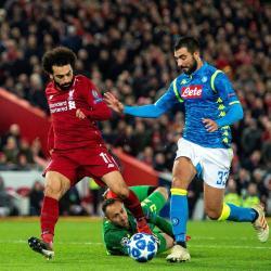 Liverpool, clasificado a los cuartos de final de la Liga de Campeones, buscará afianzarse en la cima de la Liga de Inglaterra cuando enfrente este fin de semana a Manchester United, en el partido más llamativo del fin de semana en el balompié europeo.