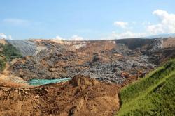 Imágenes del colapso de una celda de basuras en El Carrasco
