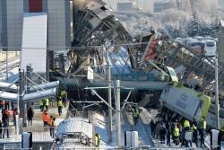Al menos nueve muertos y 47 heridos por choque de un tren de alta velocidad en Turquía