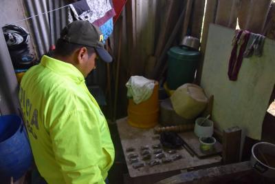 En el procedimiento fueron incautadas 400 dosis de marihuana y 30 de cocaína, las cuales estaban listas para surtir el mercado negro de Puerto Parra, Santander.