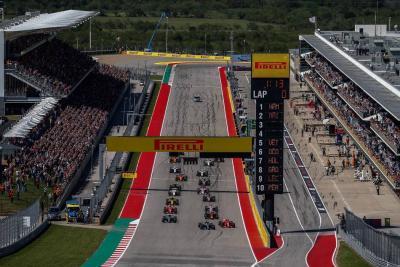 La largada del finlandés Kimi Räikkönen fue mejor que la del británico Lewis Hamilton, permitiéndole al de Ferrari superar al de Mercedes desde el inicio del Gran Premio de Estados Unidos. Gracias a esto, el piloto nórdico pudo subir a lo más alto del podio al final de la competencia.