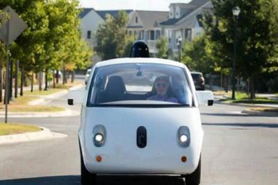 Google planea lanzar servicio comercial de vehículos sin conductor dentro de dos meses