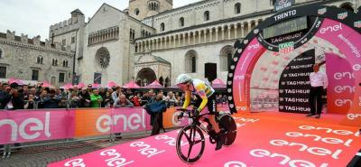 Rohan Dennis se impuso en la contrarreloj en el Giro de Italia