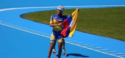 Gabriela Isabel Rueda Rueda ganó ayer las dos pruebas previstas en el programa en el patinaje de carreras, los 1.000 metros y los 5.000 metros eliminación, y es líder en la rama femenina y hoy con la prueba de los 500 metros, buscará darle el primer oro a Colombia en Buenos Aires.