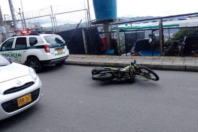 Video registró cuando un recluso, que estaba de permiso, hirió a un policía en Bucaramanga