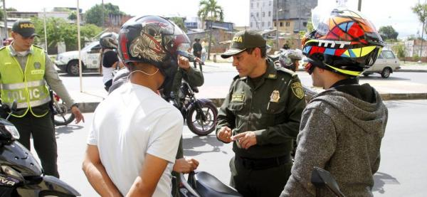 Ciudadano denuncia que venezolanos trabajan con motos sin papeles en Bucaramanga