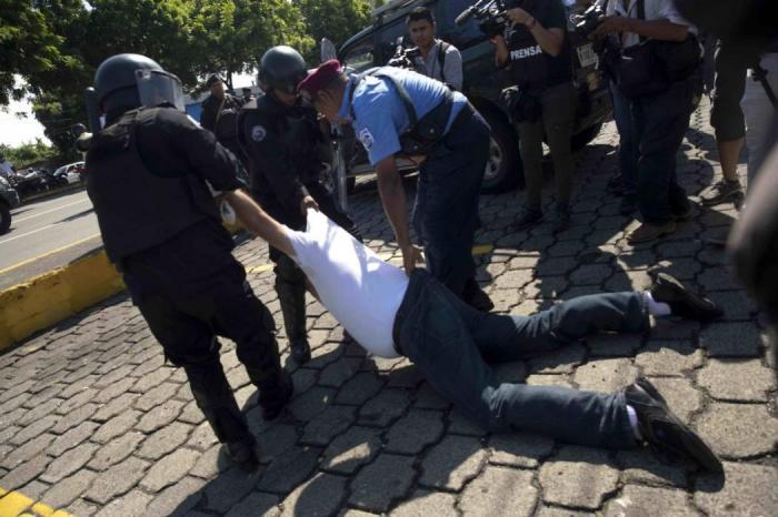 Violenta jornada en Nicaragua deja cerca de 30 detenidos